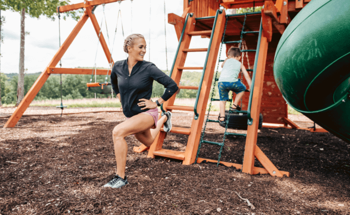 Carrie Underwood fit mom at a playground